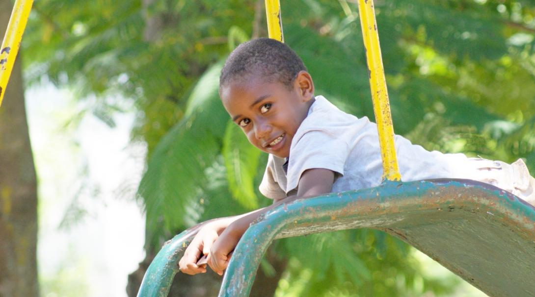 南太平洋の諸島フィジーの子供